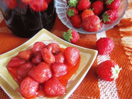 клубничное варенье с целыми ягодами фото