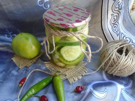 ассорти из зеленых помидоров